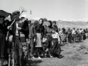 "Mairi Hronopoulou in ""To homa vaftike kokkino"" [1966]"